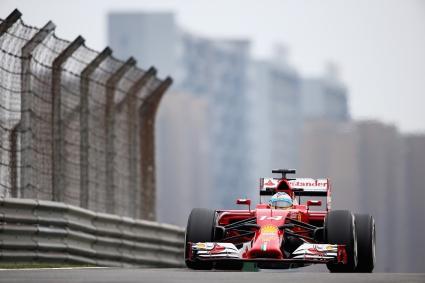 Алонсо най-бърз в първата тренировка в Китай