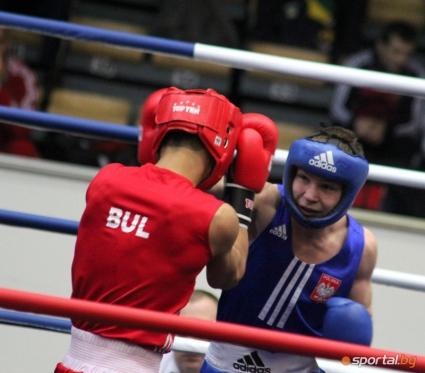 Българските боксьори започнаха с победа и загуба в събота