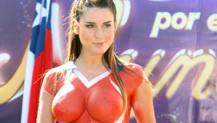 Фран подкрепя Чили с бодиарт (галерия)