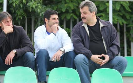 """Всички """"сини"""" шефове гледат дебюта на Мурсия (видео)"""
