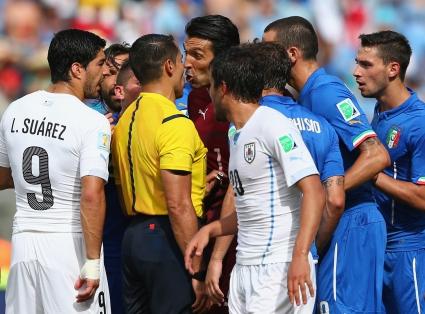 Италия също се сгромоляса и напусна Бразилия, Суарес отново хапе (видео+галерии)