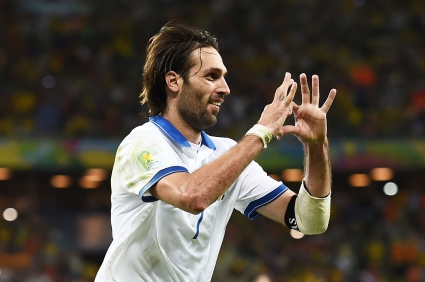Поредна спорна дузпа прати Гърция на осминафинал (видео+галерии)
