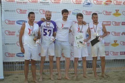 Nestle спечели турнира по плажен волейбол на Holiday Heroes, Радо Стойчев официален гост (ВИДЕО)
