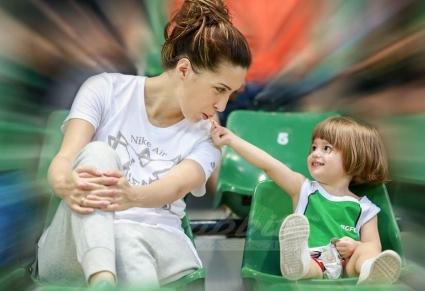 Дъщеричката на Дарко Тасевски е истинска футболна фенка