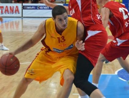 Левски взе македонски национал