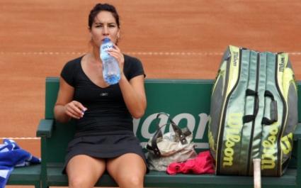 Елица Костова се препъна на старта