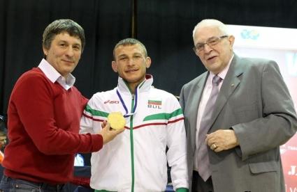 Александър Костадинов отстъпи лидерското място в ранглистата на ФИЛА