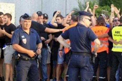 Осем полицаи са приети в болница след Бастия - Марсилия