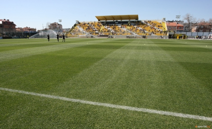 Дублиращите тимове на Ботев и Левски играят на централния терен в Коматево