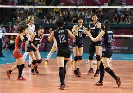 Япония с втора победа на финалите след разгромно 3:0 над Турция
