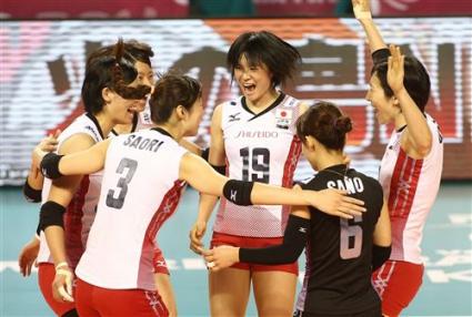 Япония с 3 от 3 на финалите след чисто 3:0 над Китай