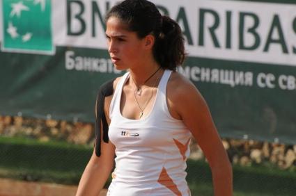 Шиникова загуби финала на двойки