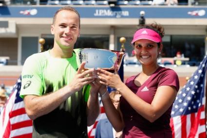 Саня Мирза и Бруно Соареш спечелиха титлата при смесените двойки