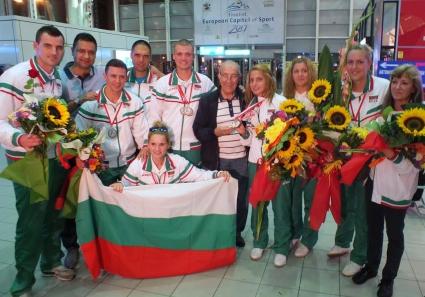 Уникално посрещане за медалистите ни от европейското по бадминтон за глухи