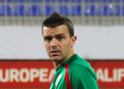 Пореден основен играч аут за Азербайджан, Пенев съжалява за още пет