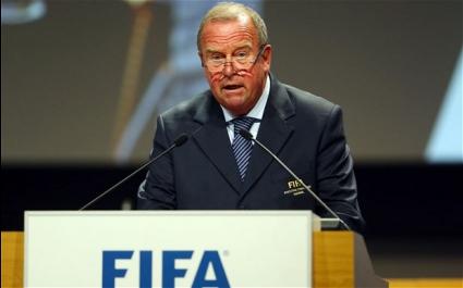 ФИФА поиска триминутна медицинска пауза