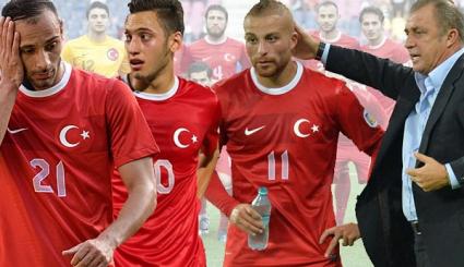 Нечувано! Турски национал извадил пистолет на съотборник