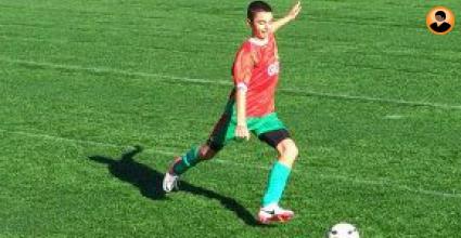 От Германия наблюдават български футболист