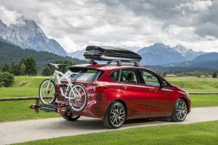 BMW Серия 2 Active Tourer застава на старта на Маратон София