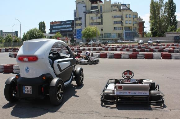 Renault доказаха теоремата на бъдещето (тест драйв на Twizy)
