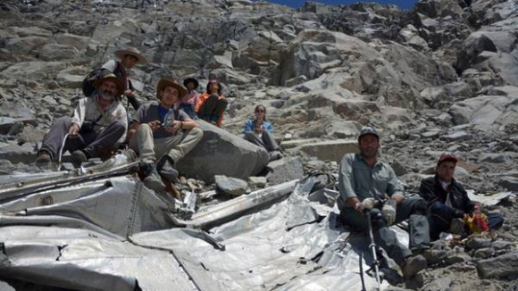Откриха останки на самолет с футболисти, разбил се в Андите през 1961-а