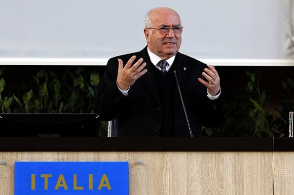 """Президентът на италианската футболна федерация е за съкращаване на Серия """"А"""" от 20 на 18 отбора"""