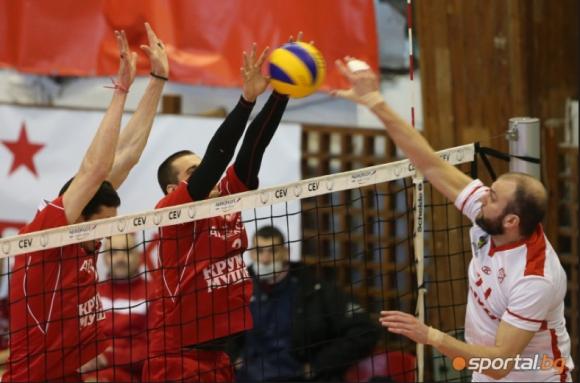 Феновете на ЦСКА дават рамо на волейболния тим срещу Нефтохимик