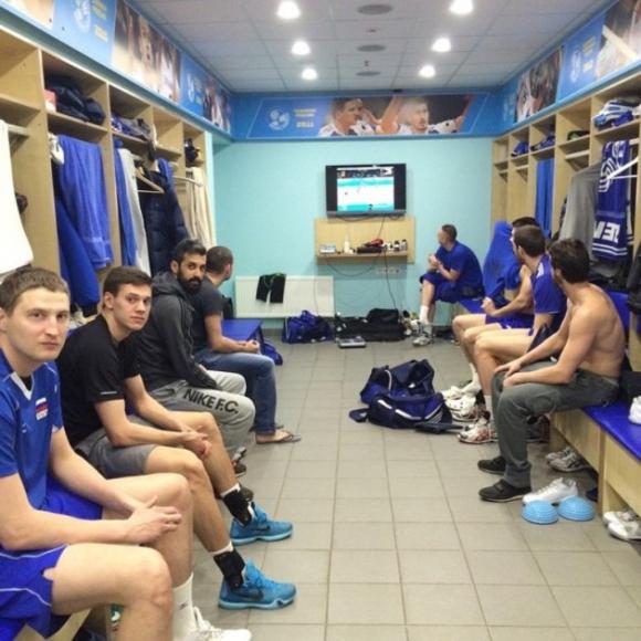 Волейболистите на Зенит гледат финала в Иран в съблекалнята (СНИМКА)