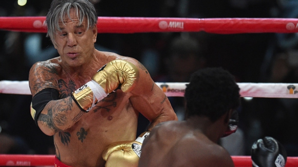 Мики Рурк отново се качва на ринга