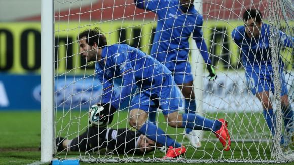 """Вратари спасиха скандален Левски от голямо унижение на """"Герена"""" (видео+галерия)"""