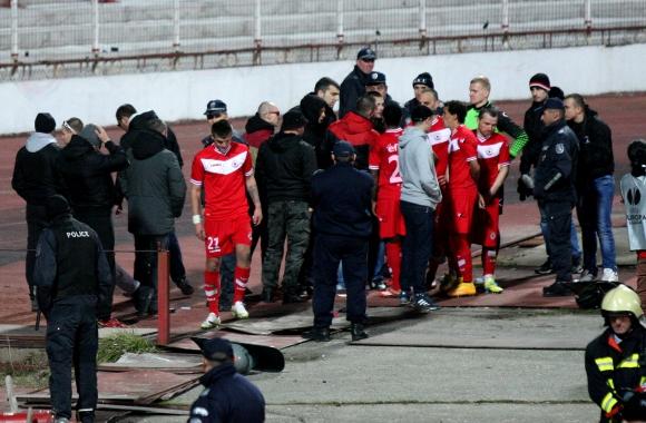 Феновете с наказателна акция, за да разберат играчите какво означава ЦСКА (видео)