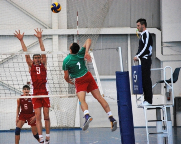 Юношите на България загубиха с 2:3 от Русия в първата контрола