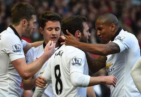 Юнайтед спря Ливърпул и стъпи здраво на четвъртото място, Джерард антигерой в последното си дерби (видео)