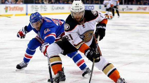 Ню Йорк Рейнджърс оглави класирането в НХЛ след победа над Анахайм