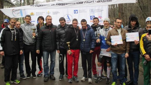 Валентин Паскалев и Маринела Нинева са студентски шампиони по крос за 2015 г.