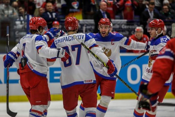 Световният шампион Русия стартира с победа на Мондиал 2015