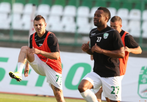 Берое тренира на терена на Витоша (Бистрица)