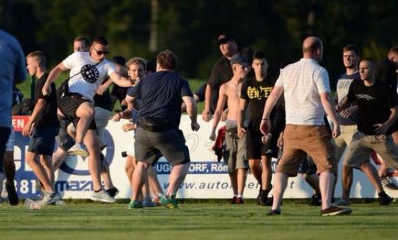 25 арестувани и 7 ранени след контролата Айнтрахт (Франкфурт) - Лийдс