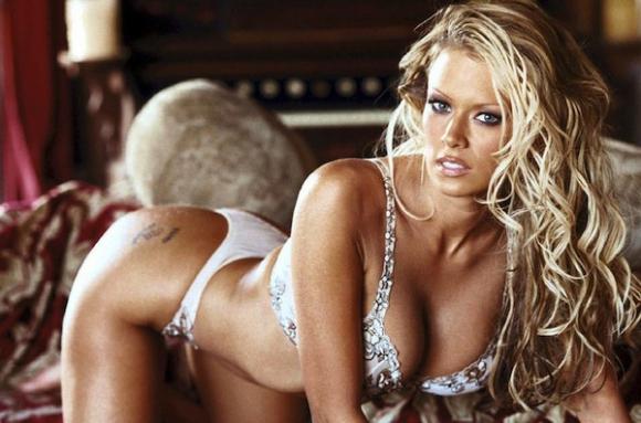 Кралицата на порното дава всичко за билет за Манчестър Юнайтед