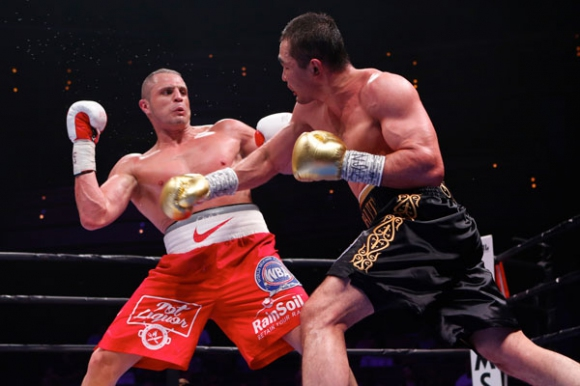 Шуменов спечели световната титла в лека-тежка категория