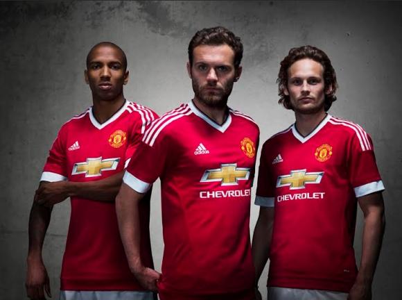 adidas представи екипите на Манчестър Юнайтед, поставяйки началото на рекордно 10-годишно партньорство