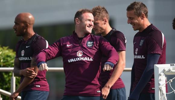 Защитник вкара страхотен гол на тренировка на Англия (видео)