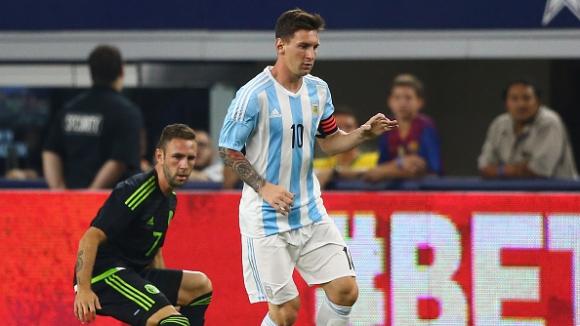 Агуеро и Меси спасиха Аржентина от резил срещу Мексико