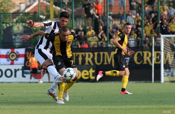 Локо дава 500 билета на Ботев за дербито на Пловдив