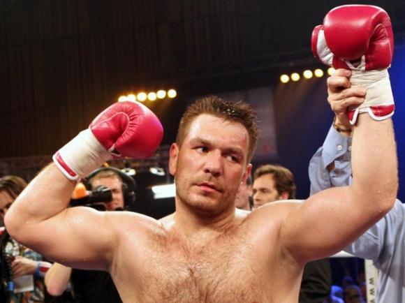 Руслан Чагаев може да проведе следващия си мач през ноември