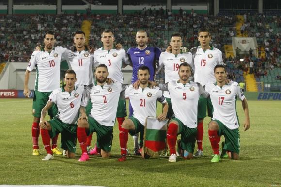 Футболистите на България и Азербайджан ще изведат на терена пет деца в неравностойно положение