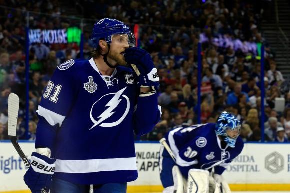 Стивън Стамкос отбеляза точка номер 500 в кариерата си в НХЛ