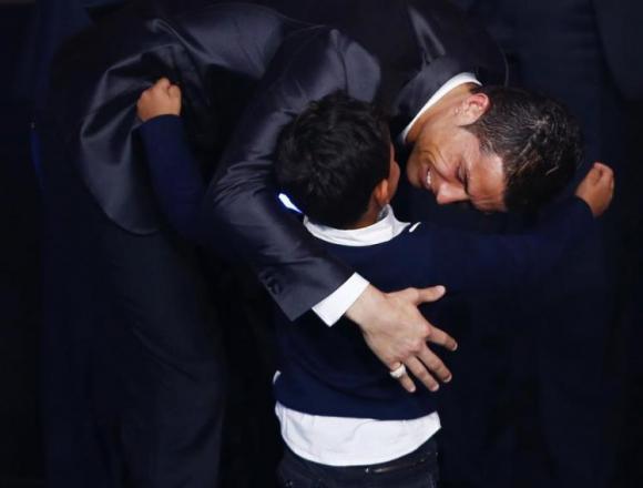 """Синът на Роналдо показвал среден пръст по време на връчването на """"Златната обувка"""""""