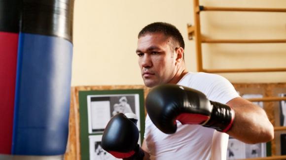 Кубрат Пулев с лека травма в ръката след мача с Ариас, ще се бие пак през декември