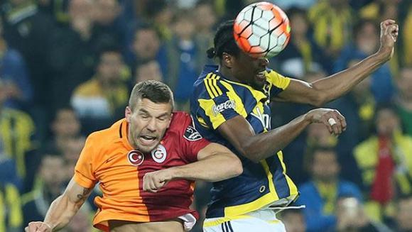 Фенербахче и Галатасарай не излъчиха победител в голямото дерби на Турция (видео)
